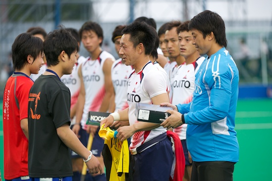 The Japanese men's team presents jerseys to the kids from Fukushima