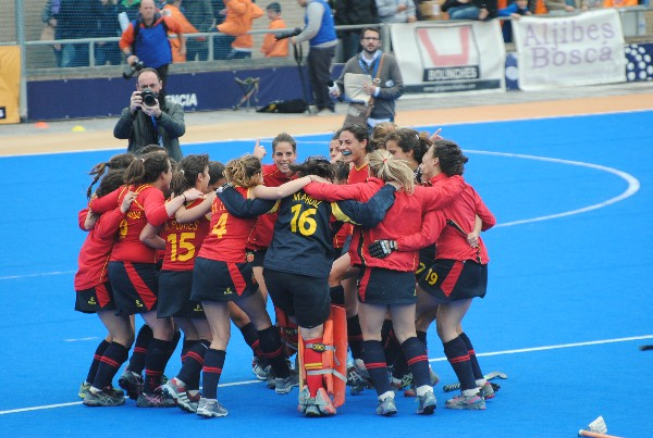 Spain celebrate their progression through to the World League Semi Finals
