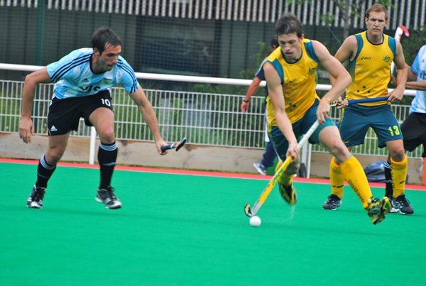 Argentina against Australia on day 3 of the INSEP Hockey Challenge