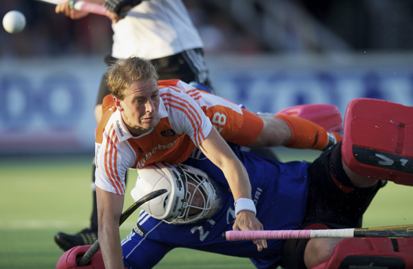 Netherlands and Germany in action at the Rabo 4 Nations