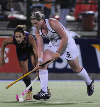 New Zealand's Katie Glynn is shadowed by Argentina star Luciana Aymar.