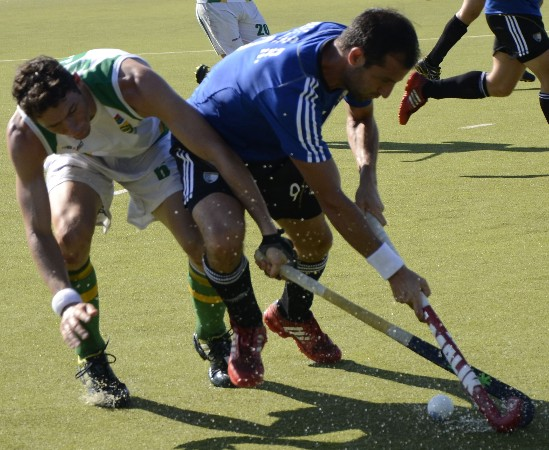 South Africa's Ricky West and Rodrigo Vila of Argentina battle for possession in their World League Round 2 meeting on Sunday.