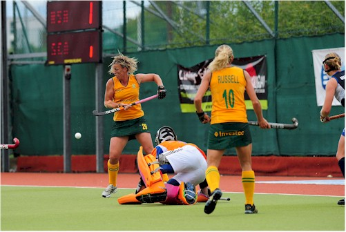 South Africa's Tarryn Bright &Shelley Russell at close quarters with Scotland keeper Abi Walker.